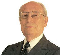 (Madrid, 1918-1986) político e intelectual español. Nació en Madrid en 1918. En 1953 consiguió la cátedra de Derecho Político de la Universidad de Salamanca. Participó en la lucha por la democraci...