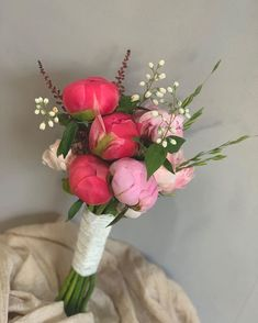 "Instagram의 제주꽃집 제주꽃담 Jeju flowershop님: ""작약도 오고 카네이션도 오는 5월💕💕💕✨ ✨예쁜꽃 가득~^^ . . . . . . . . . . . . . ✨부케 상세컷은 프로필상단 블로그를 참고하세요. . .제주꽃담부케는 ~6월까지 예약가능합니다. #제주꽃담부케#제주꽃담 . . ✨본식.촬영…"" Most Beautiful Flowers, Beautiful Scenery, Blooming Flowers, Floral Arrangements, Marie, Glass Vase, Dream Wedding, Wedding Decorations, Bridal"