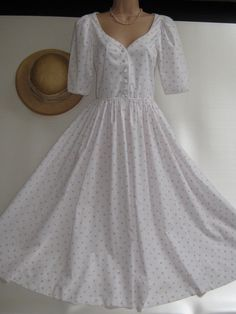 LAURA ASHLEY Vintage Summer White Rose Posy Day / Tea Dress