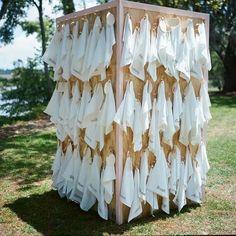 Seating para una boda hecho con pañuelos