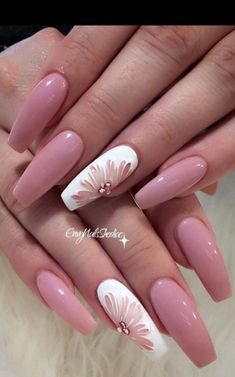 Have you ever thought of rocking coffin nail designs? We bet you have. It is a perfect mediation of stiletto nails and French manicure. This nail shape is extremely popular. Even celebrities go for it. Coffin nails are Kylie Jenner's go to. Or you are jus Fancy Nails, Trendy Nails, Cute Nails, Cute Acrylic Nails, Acrylic Nail Designs, Nail Art Designs, Latest Nail Designs, French Nail Designs, Gold Nails