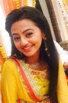 Here i just created a thread for the pics that are posted in various social networking sites of swaragini cast members and here is the thread Most Beautiful Women, Beautiful Bride, Girls School Hairstyles, Helly Shah, Casting Pics, Saree Photoshoot, Tv Actors, Bride Makeup, Bollywood Celebrities