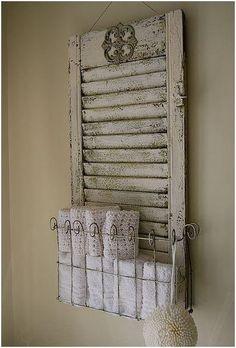 Porta asciugamani da vecchia finestra