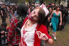 Always find the light...: Zombie Walk AM 2012 - Paparazzi