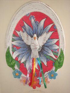 Quadro Divino Espírito Santo, oval, em madeira com acabamento envelhecido. Aplicação de Divino em Madeira, tradicional da região de Minas Gerais, com fitas, sobre tecido de chita. Tradicionalmente, pro...