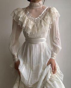 Pretty Outfits, Pretty Dresses, Beautiful Dresses, Cute Outfits, Vestidos Vintage, Vintage Dresses, Jw Moda, Cool Vintage, Look Retro