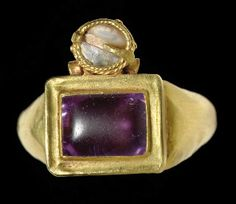 A ROMAN GOLD, AMETHYST AND PEARL FINGER RING                                                                                                                                                                       CIRCA 3RD CENTURY A.D.