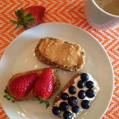 Bom dia  Weetabix com manteiga de amendoim da @mws.pt e morangos  weetabix com quark % e mirtilos  #bomdia #breakfast #morning #pequenoalmoco #alimentacaosaudavel #atitudedeboaforma #saude #viverbem #vidasaudavel #fit #fitness #foco #foconadieta #coisasboa #comerbem #comerlimpo #fitfood #food #healthy #healthyfood #healthychoices  #motivation #inspiration #determination #instafood #instafitness #instagramfitness ( # @edallacqua)