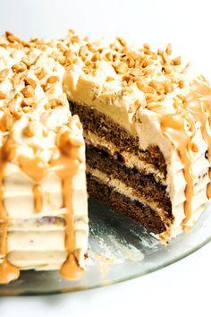 Peanut butter, banana and jelly leyer cake / Tort bananowy z masłem orzechowym i dżemem z czarnej porzeczki
