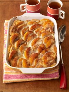 Overnight Peaches-and-Cream French Toast - sounds like a yummy breakfast to wake up to! What's For Breakfast, Breakfast Dishes, Breakfast Recipes, Good Food, Yummy Food, Valentines Food, Snacks, Pinterest Recipes, Brunch Recipes