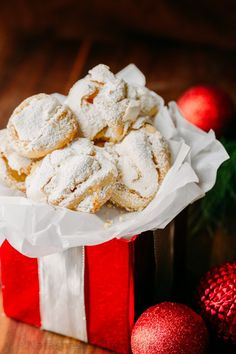 These Meringue Cookies are worthy of being on the Christmas cookie list! These meringue cookies are soft, chewy and crisp. Beautiful and delicious! Healthy Cookie Recipes, Dessert Recipes, Desserts, Candy Recipes, Dessert Ideas, Cake Ideas, Rose Cookies, Christmas Cookies, Christmas Treats