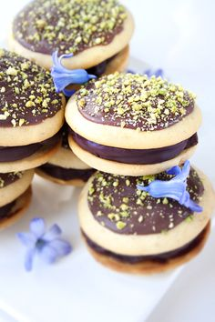 Lemon Polenta Whoopie Pies With Chocolate Ganache. I'm not sure about the lemon/chocolate association, but I love deserts with polenta ^^.