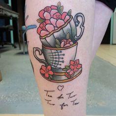 キャプション→A tea cup from my flash with her grandmother's writing on the bottom. #tattoo #ink #tea #teacup #teacuptattoo #cha #chai #herbata #tatuaz #cherryblossoms #neotradsub #neotraditional #neotrad #traditional #traditionaltattoo #flash #teacup #pink #girlswithtattoos ユーザー→killa_kamila 場所→Goshen Golden Hammer Tattoo Studios