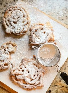 Bring on the funnel cakes + powdered sugar!