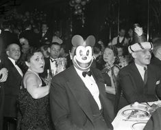vintage everyday: Old Photos of People Celebrating New Year in New York City