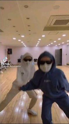 Kpop Girl Groups, Kpop Girls, Dc Memes, Funny Vid, Insomnia, Pjs, Dream Catcher, Dance, Random