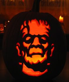 ☆ Frankenstein Pumpkin Carving :¦: Photo: Chicago Tribune ☆