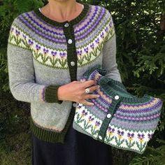 Bilderesultat for kofte mandelblomst Nordic Sweater, Cozy Sweaters, Sweaters For Women, Crochet Woman, Knit Crochet, Punto Fair Isle, Clothing Patterns, Knitting Patterns, Norwegian Knitting