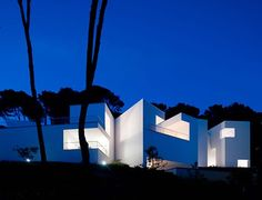 House in Mallorca, Spain/Álvaro Siza Beautiful Architecture, Modern Architecture, Residential Architecture, Design Exterior, Unique House Design, Modern Design, Mediterranean Design, Rooftop Pool, School Architecture