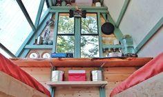 Casal constrói casa em formato de A com 7 m² (Foto: Divulgação)