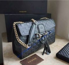 Buy a Gucci Emily Guccissima Large Chain Shoulder Bag GU295402-black at cheap price- USD 323.  Free Global Shipping.