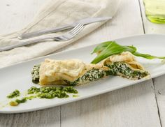 Überbackene Bärlauchpalatschinken Rezept Spanakopita, Good Food, Healthy Recipes, Cheese, Meat, Chicken, Dinner, Cooking, Ethnic Recipes