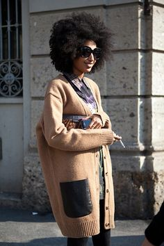 Julia Sarr-Jamois - sporting her afro Look Fashion, Winter Fashion, Luxury Fashion, Julia Sarr Jamois, Mode Pop, Vogue, Mode Outfits, Winter Wear, Street Chic