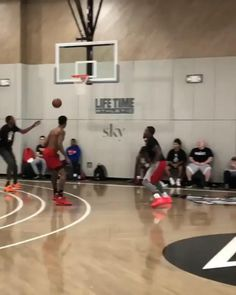 Kevin Durant Basketball, Basketball Moves, Basketball Videos, Basketball Skills, Basketball Shooting, Basketball Pictures, Basketball Jersey, Soccer, Funny Basketball Memes