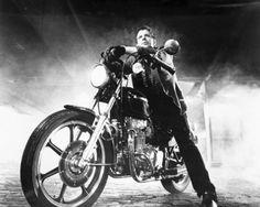 "1983 — Mickey Rourke, Motorcycle Boy in ""Rumble Fish""    Com o sensacional título nacional de ""O Selvagem da Motocicleta"" Esqueçam o título, vejam o filme"