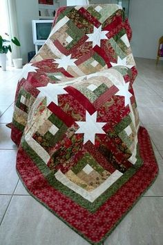 Hidden Stars quilt for Christmas by Anja's Quilts. The pattern is from Jelly Roll Quilts by Pam and Nicky Lintott. Christmas Patchwork, Christmas Quilt Patterns, Star Quilt Patterns, Christmas Sewing, Christmas Quilting, Christmas Fabric, Star Quilts, Christmas Ideas, Jelly Roll Quilt Patterns
