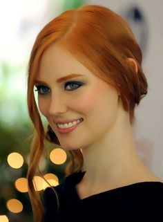 """aneyeisuponyou: """" Deborah Ann Woll """" Discover tons of gorgeous redhead on Bonjour-la-Rousse ♥ Gorgeous RedHeads ♥ True Blood Jessica, Jessica Hamby, Gorgeous Redhead, Gorgeous Hair, Redhead Girl, Ginger Hair, Pretty Face, Pretty People, Beautiful People"""