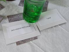 DIY- Muistipeli viihdykkeenä - Humua -kaikkien juhlien ideapankki Favors, Water Bottle, Drinks, Tableware, Diy, Drinking, Presents, Beverages, Dinnerware