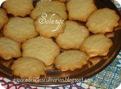 Biscoito feito com mistura para bolo - Ingredientes 1 pct de mistura para bolo (fiz com sabor baunilha) 2 colheres de sopa de margarina 1 ovo 4 colheres de sopa de leite 4 colheres de sopa de farinha de trigo   Modo de fazer:  1. Misturar todos os ingredientes (exceto 2 colheres de farinha de trigo) com uma colher até virar uma farofa. E com as mãos vá formando uma bolinha, coloque na mesa, acrescente 2 colheres de farinha de trigo e vá amassando com os dedos ( não sovar) até desgrudar das…