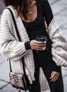 ootd | oversized cardi + black top + bag + skinnies