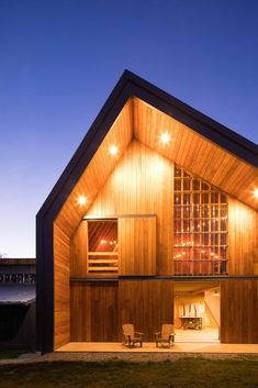 Motiv Architects - Swallowfield Barn - ArchiDesignClub by MUUUZ - Architecture & Design Chalet Modern, Modern Wooden House, Wooden Barn, Hobby Farms, Roof Design, Modern Architecture, Building A House, House Plans, House Styles