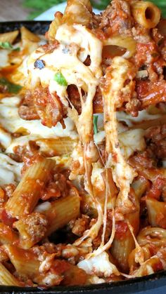 One-Pan Cheesy Pasta Bolognese ~ Yummy pasta covered with delicious homemade Bolognese sauce and topped with cheesy mozzarella... Satisfying, flavorful, filling and comforting – perfect meal to feed a hungry family