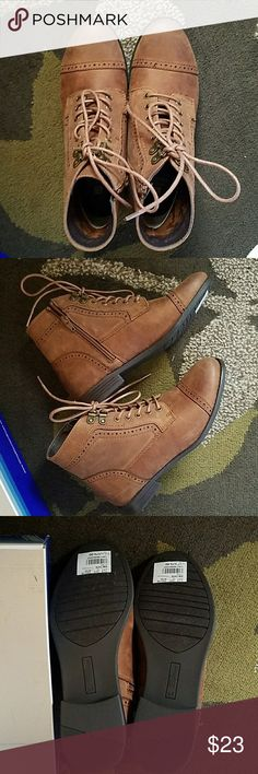 """White Mountain ladies ankle boots size 7.5 White Mountain brown ankle boots size 7.5 """"Tate"""" color """"Tobacco"""" New in box, never worn White Mountain Shoes Ankle Boots & Booties"""