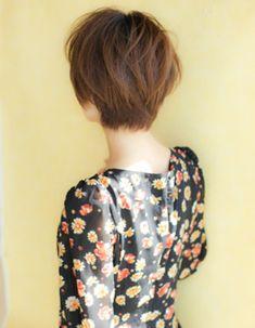 小顔カットショートヘア(YR-81)   ヘアカタログ・髪型・ヘアスタイル AFLOAT(アフロート)表参道・銀座・名古屋の美容室・美容院