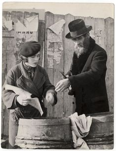Roman Vishniac. 1935–38 Herring for the traditional third meal of shabbat. Mukachevo, Ukraine