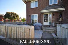 Condo for Sale in Fallingbrook . 2 Bedroom, 1 Bath. Great Location