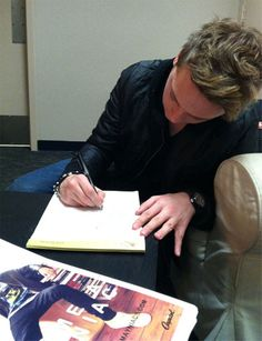 Conor Maynard writing out the lyrics to #TurnAround for us!