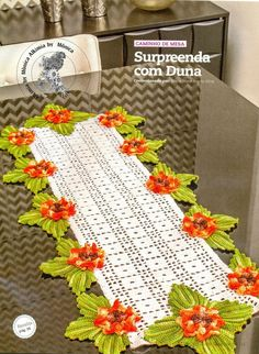 Centrotavola rettangolare con fiori 3D Uncinetto