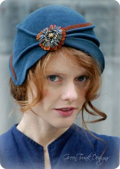 Blue Flapper Cloche Hat - This is gorgeous.    Not a knit pattern, but  the colors are inspiring!