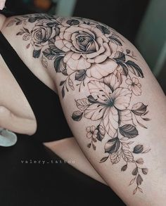 Flower Hip Tattoos, Side Hip Tattoos, Hip Thigh Tattoos, Waist Tattoos, Floral Thigh Tattoos, Hip Tattoos Women, Tattoos Bein, Mom Tattoos, Cute Tattoos