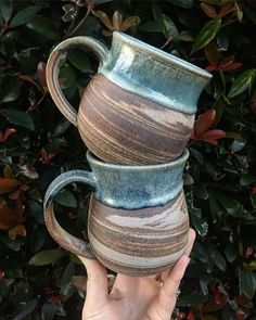 pottery glazes If you are searching for a sweet and special homemade gift idea, consider making handprint art on any sort of ceramic dish. Though, simply to offer you a sense concerning what all you can make for them, here are a Continue Reading Pottery Mugs, Ceramic Pottery, Pottery Art, Pottery Gifts, Ceramic Cups, Ceramic Art, Homemade Anniversary Gifts, Pottery Supplies, Handprint Art
