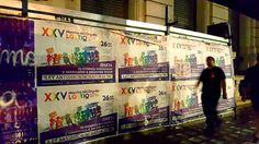 Propaganda da Marcha del Orgullo ocuparam a cidade. Marcha del Orgullo, em Buenos Aires. A Argentina como um todo é um destino super gay-friendly e, nessa viagem, conheci 3 deles: Buenos Aires, Bariloche e Rosário, onde houve o 1º casamento igualitário (casamento entre casais do mesmo sexo, homossexuais) do país. A Argentina recebe super bem quem é gay, lésbica, bissexual ou trans.