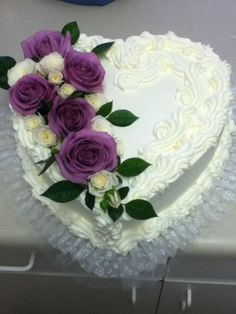 shaped wedding cake with fresh flowers Fresh Flower Cake, Wedding Cakes With Flowers, Beautiful Wedding Cakes, Beautiful Cakes, Fresh Flowers, Fresh Cake, Heart Shaped Wedding Cakes, Heart Shaped Cakes, Heart Cakes