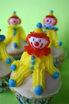 super simple silly clown cupcakes