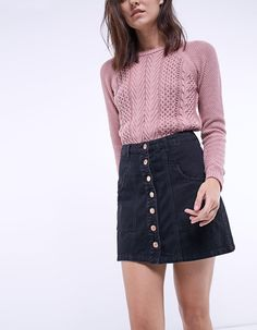 Gorgeous Denim Skirt Outfits Copy Right Now Button Up Skirt Outfit, Denim Skirt Outfits, Winter Skirt Outfit, Button Up Skirts, Trendy Outfits, Fall Outfits, Estilo Geek, Denim Fashion, Fashion Outfits