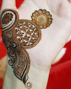 Assalamu alaikum, very Good after noon family❤ [Swipe to see how I created this design.] The first two pictures are taken post 8 hours of… Round Mehndi Design, Modern Henna Designs, Henna Art Designs, Mehndi Designs For Girls, Mehndi Designs For Beginners, Mehndi Design Pictures, Wedding Mehndi Designs, Mehndi Designs For Fingers, Latest Mehndi Designs